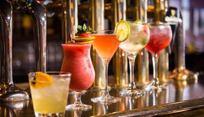 Fri Night Delight: BB with Cocktails €99